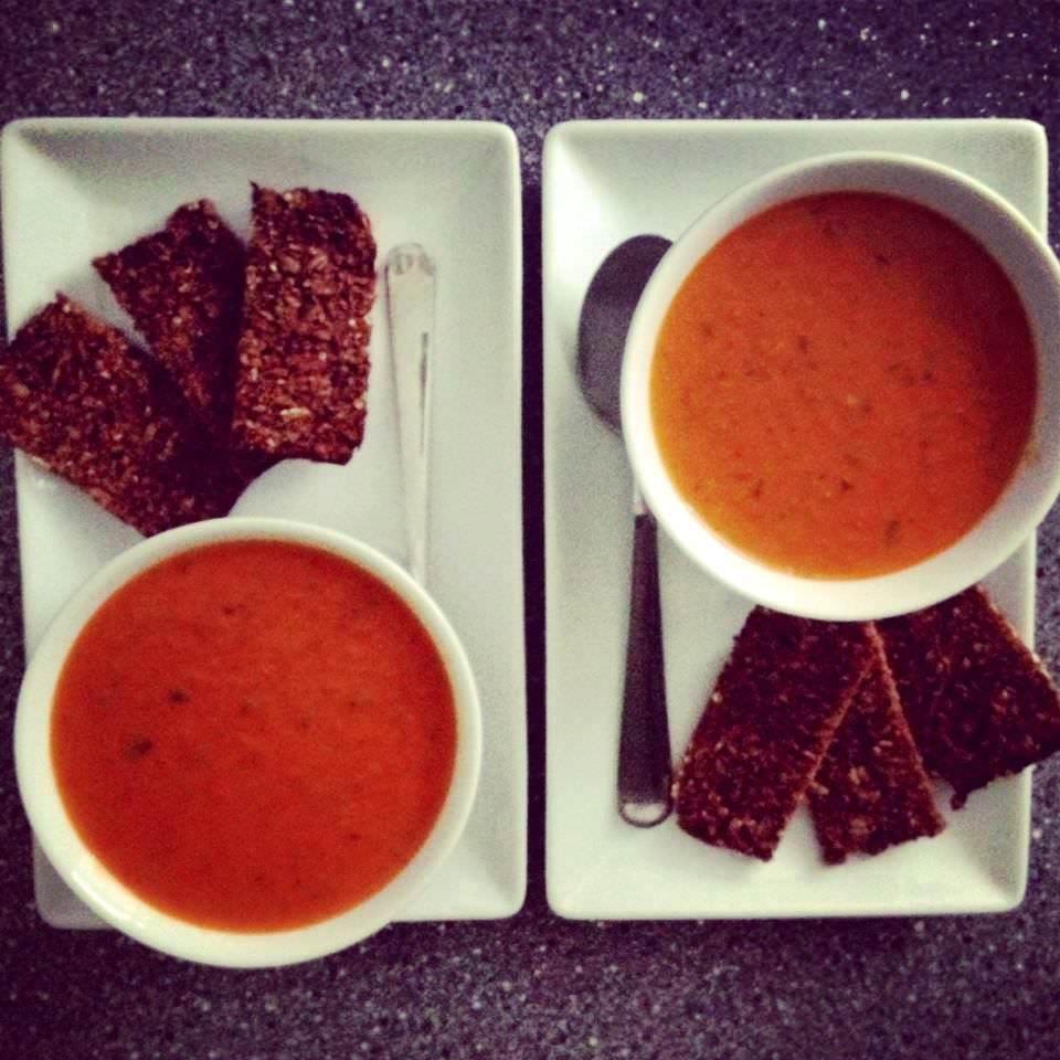 Scharfe Tomaten-Kokos Suppe