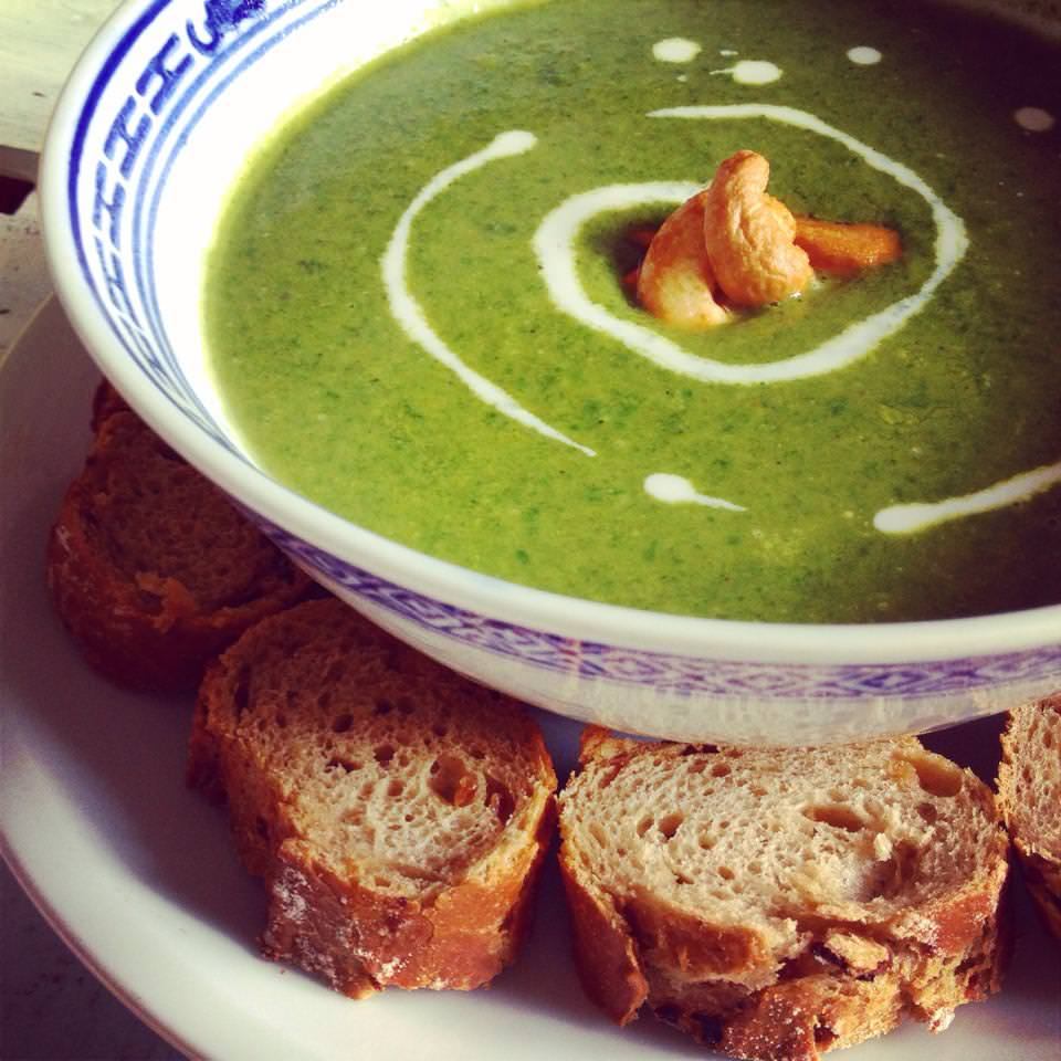 Brokkoli-Spinatsuppe mit Garam Masala
