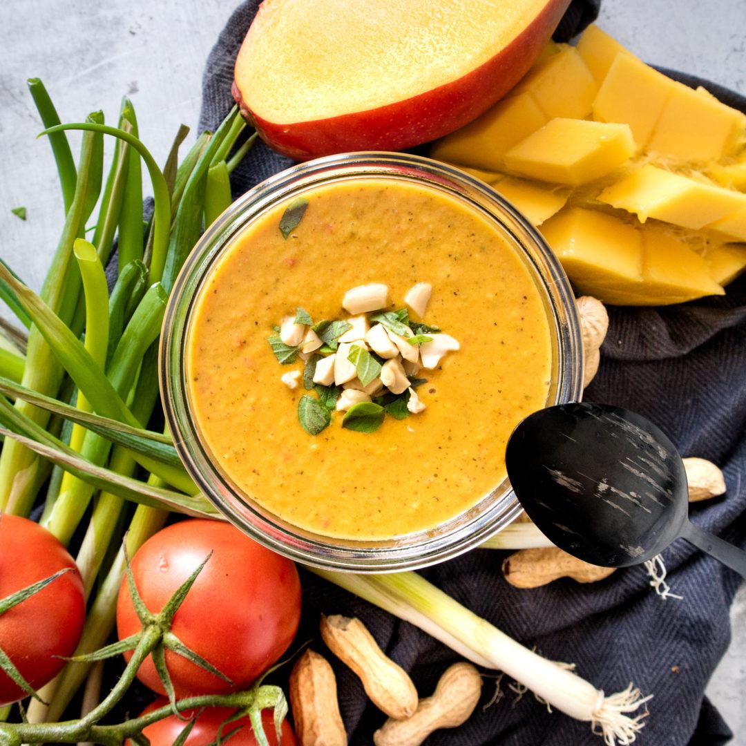 Fruchtige Suppe mit Erdnuss