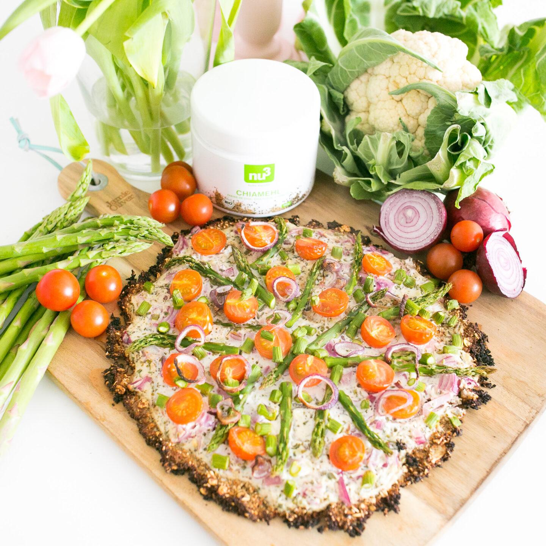 Blumenkohl-Pizza mit grünem Spargel
