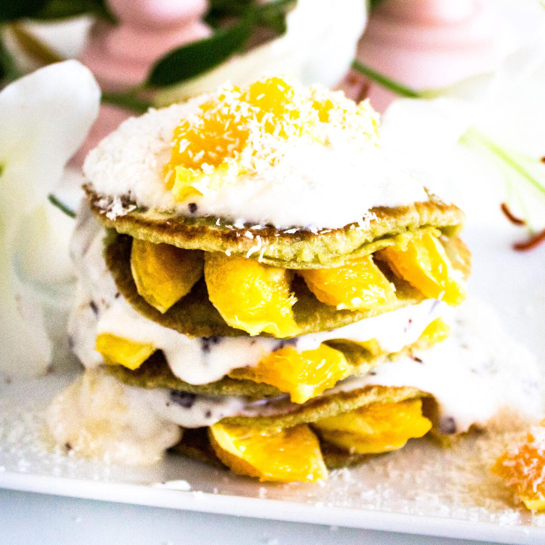 Matcha-Kokos Pancakes mit Orange