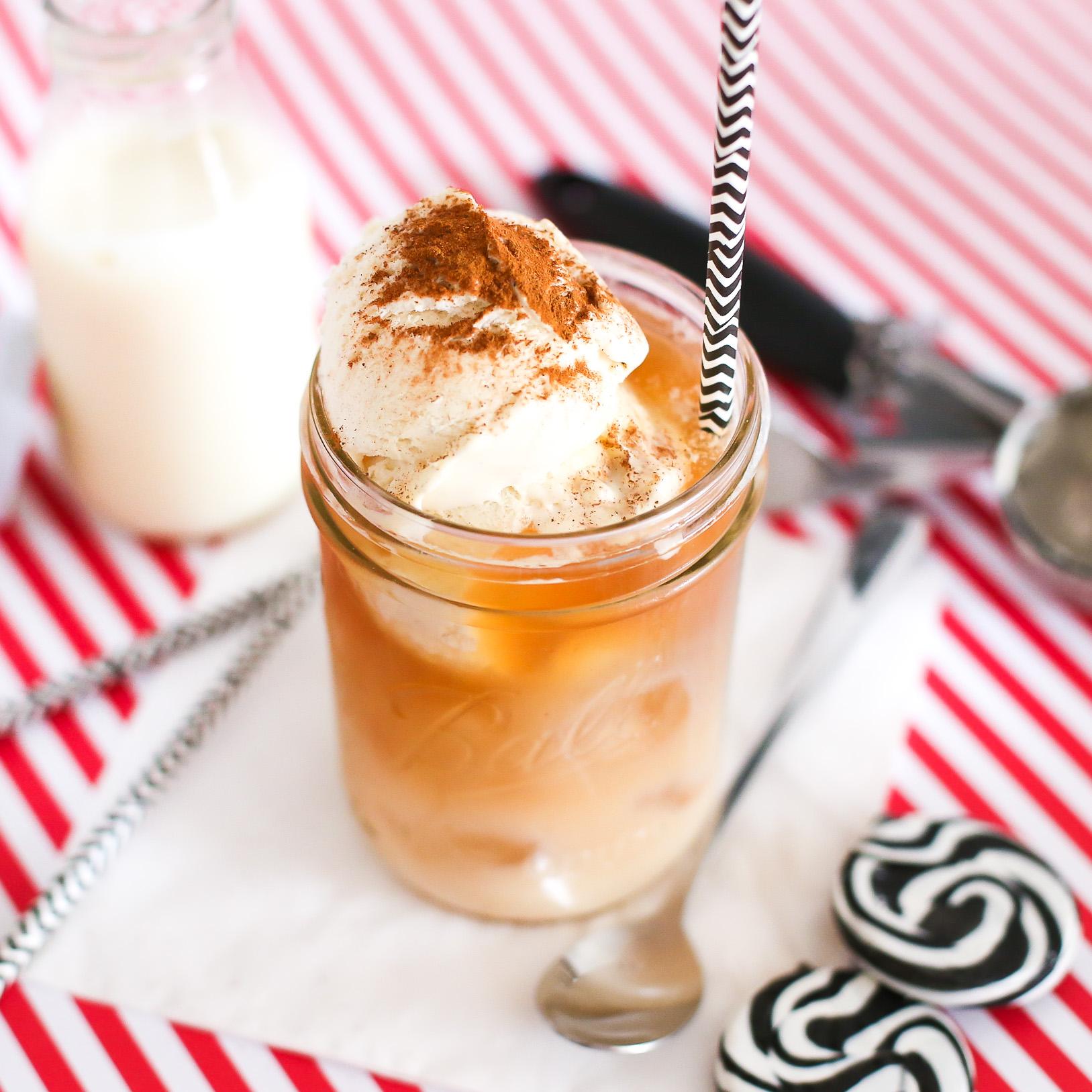 leckerer chai latte mit cremigem vanilleeis. Black Bedroom Furniture Sets. Home Design Ideas