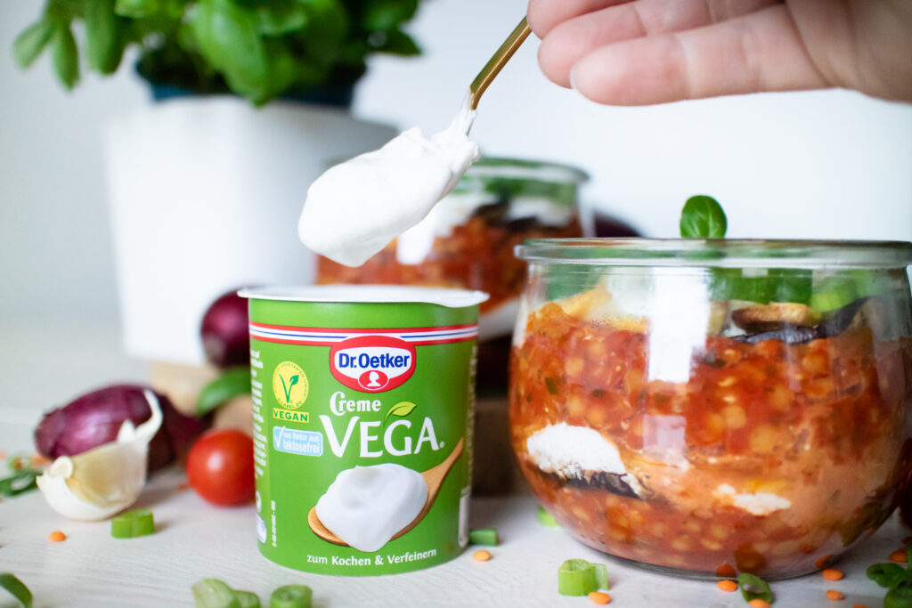 vegane Moussaka mit Linsen und Creme Vega